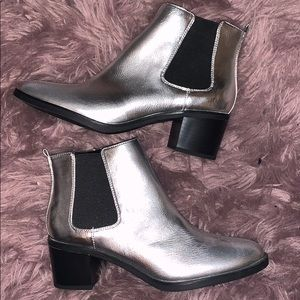 NWT Silver Libby Edelman Boots/Booties